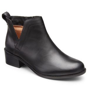 Vionic Clara Leather Boots